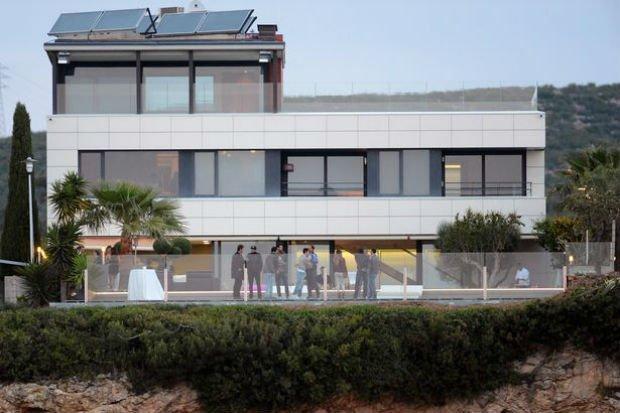 Coutnho's house besides Suarez