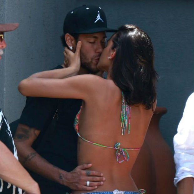 Neymar with his girlfriend